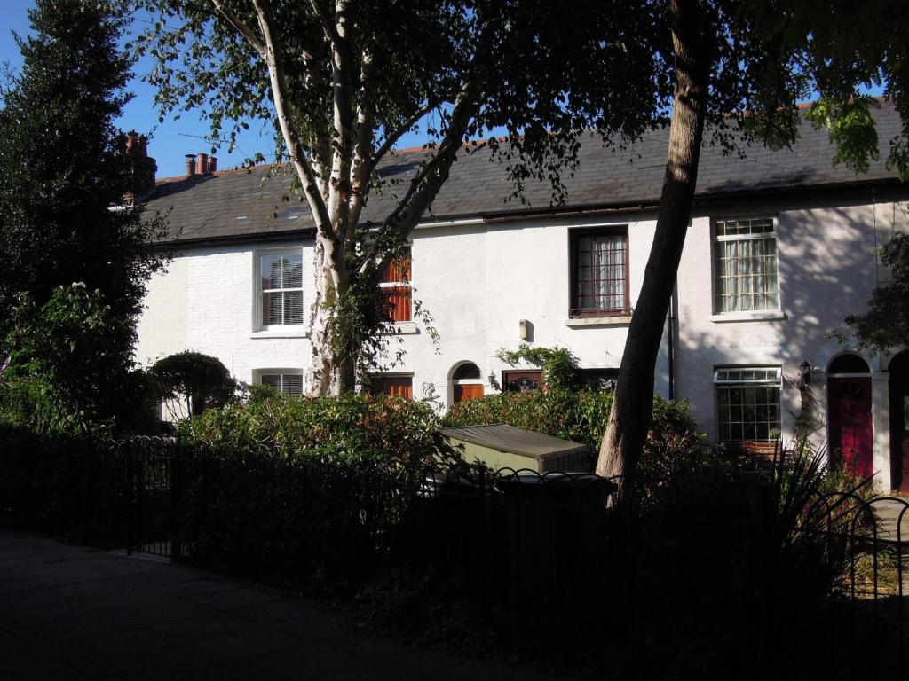 pretty victorian cottage  portsmouth  uk