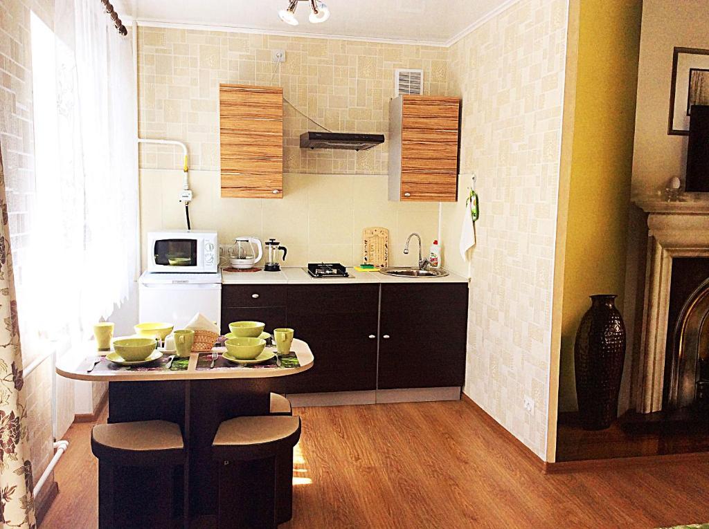 Kuchnia lub aneks kuchenny w obiekcie Bishkek House Apartment 3