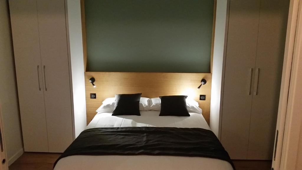 A bed or beds in a room at Hotel Résidence Montebello