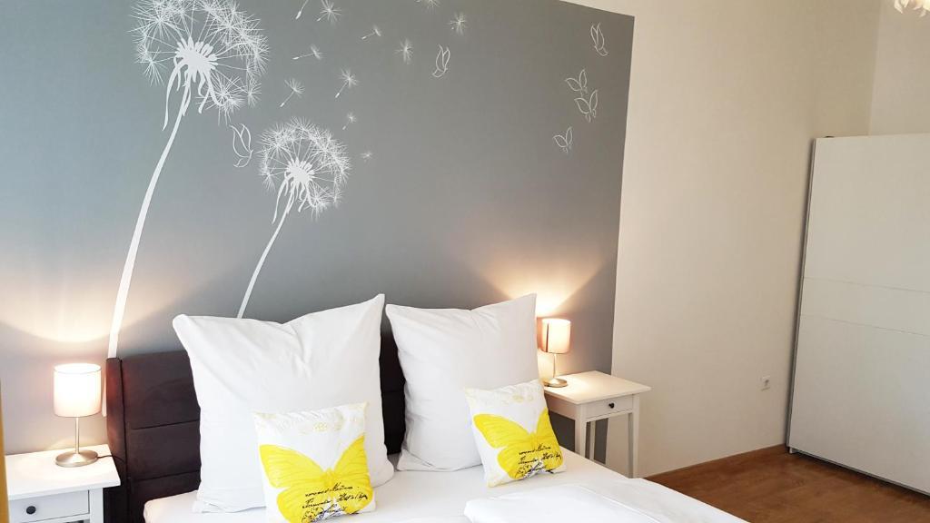 Tempat tidur dalam kamar di Cosy Apartment in Berlin, 3 rooms