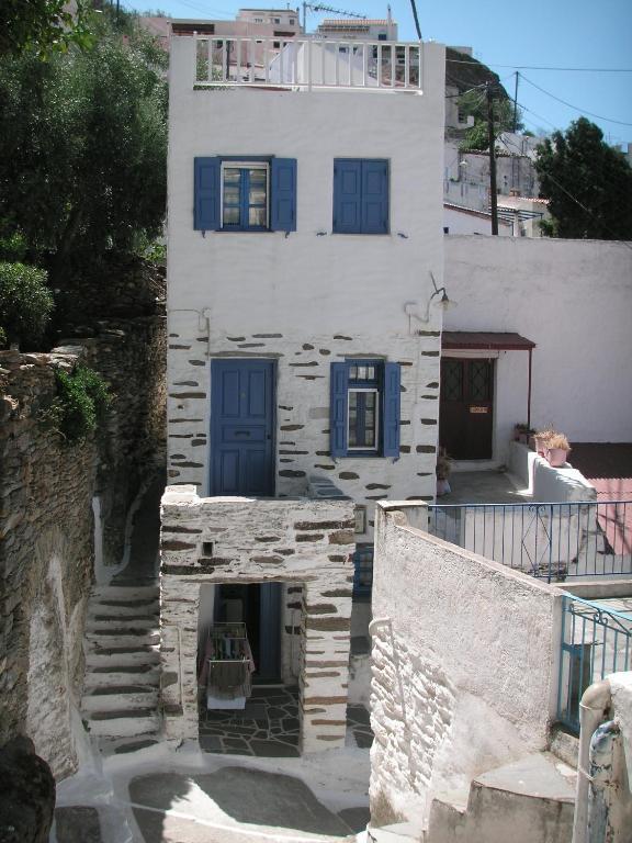 116712093 - 3level doll house in Kea Ioulida/Chora Cyclades