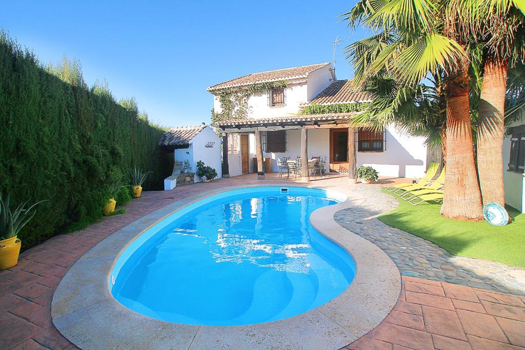 Encantadora casa con piscina privada y chimenea el padul for Apartamentos con piscina privada