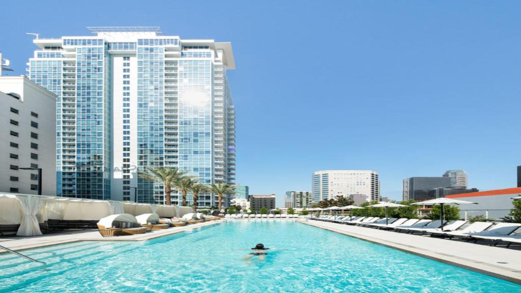 Apartment million dollar high rise los angeles ca for Highrise apartments in los angeles