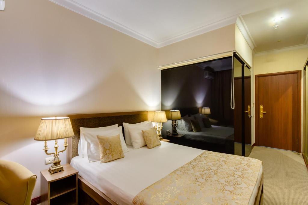 Кровать или кровати в номере Vnukovo Village