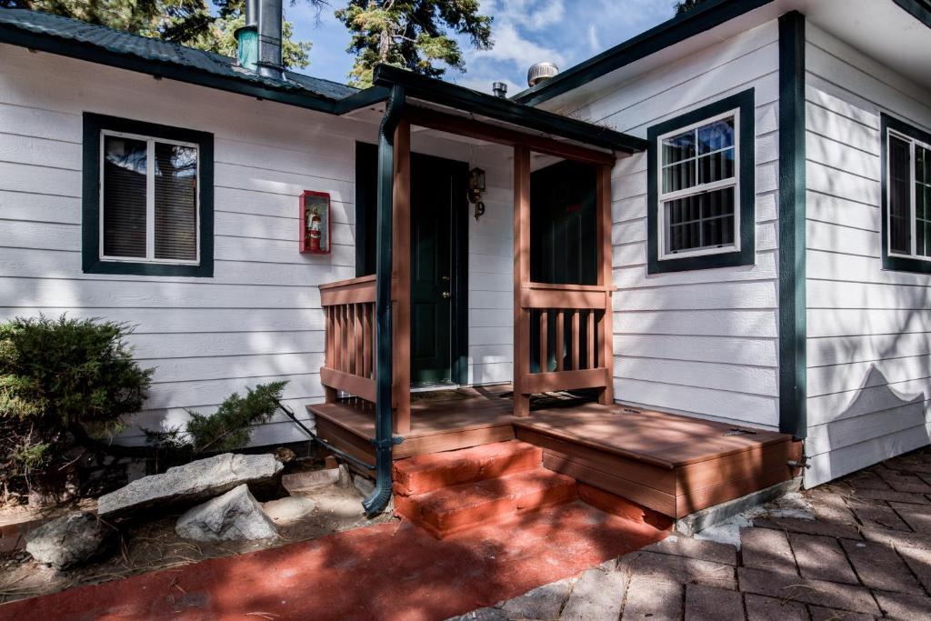 realty lake bay rentals friendly agate tahoe cottages dog pet non
