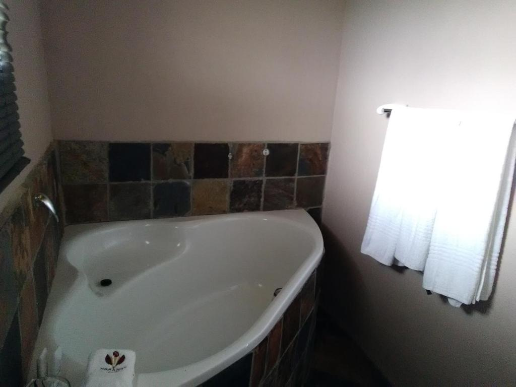 A bathroom at Noma-Nini Lodge