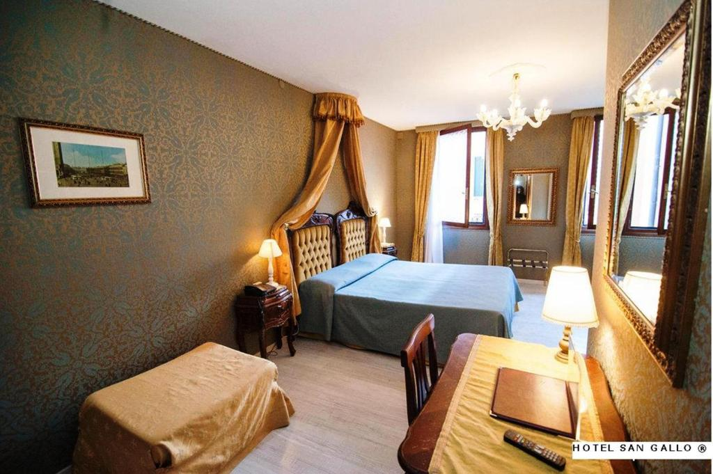 A bed or beds in a room at Hotel San Gallo