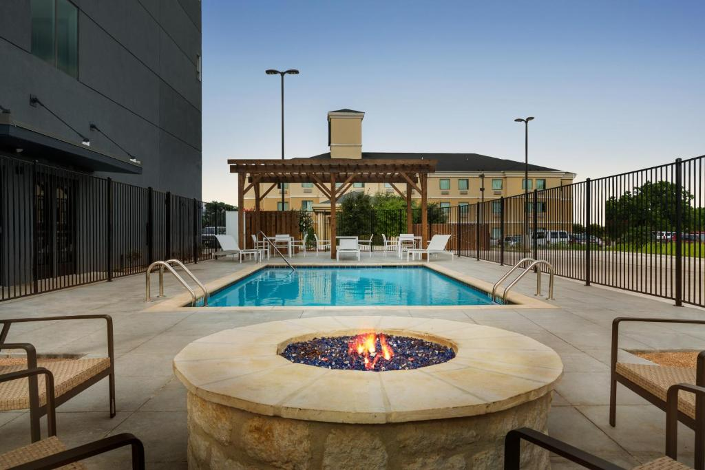 Country Inn Suites By Radisson New Braunfels Tx Booking Com