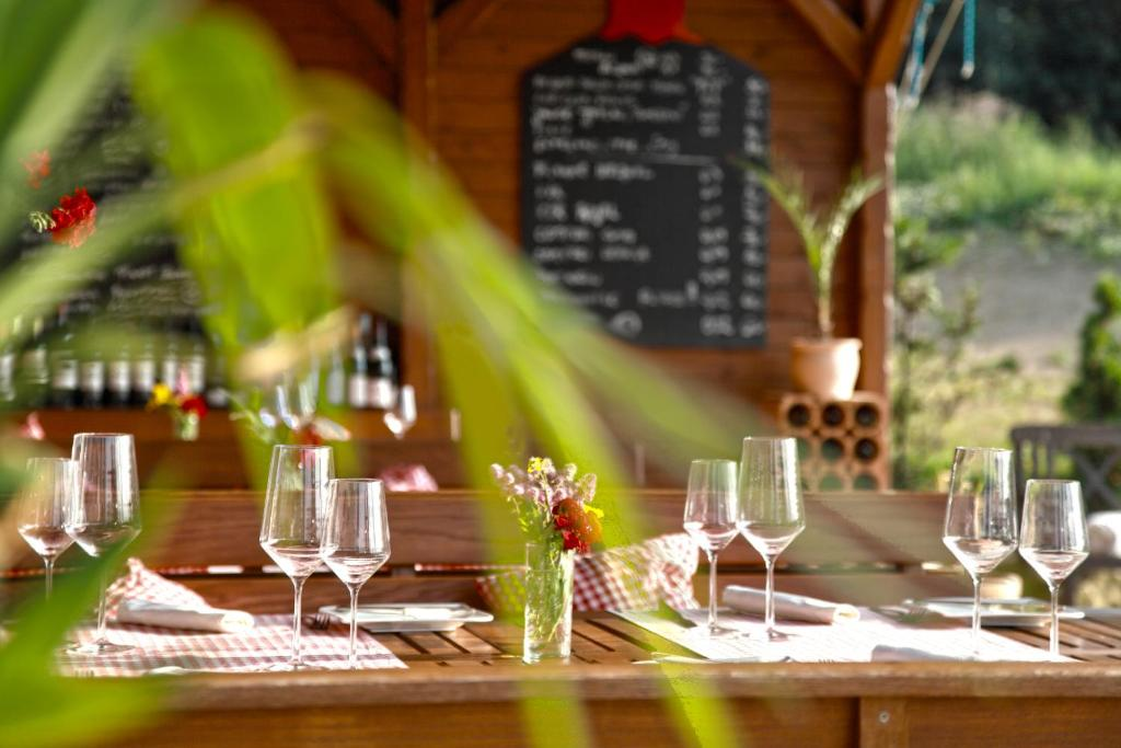 A restaurant or other place to eat at Gourmet Hotel Villa Rozmaryn