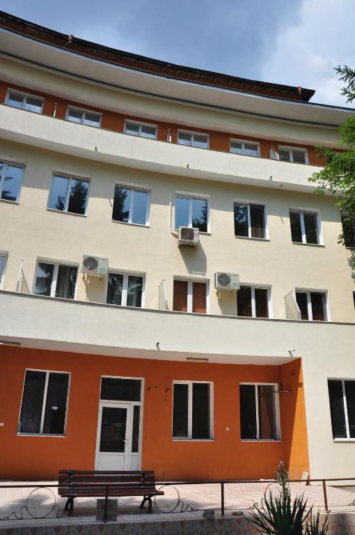 Хотел Почивна станция Пауталия - Кюстендил