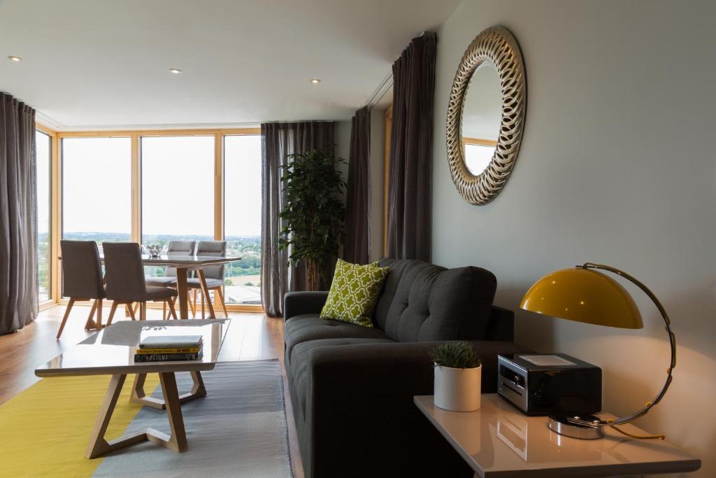 Posezení v ubytování Your Base Dublin - Sandyford