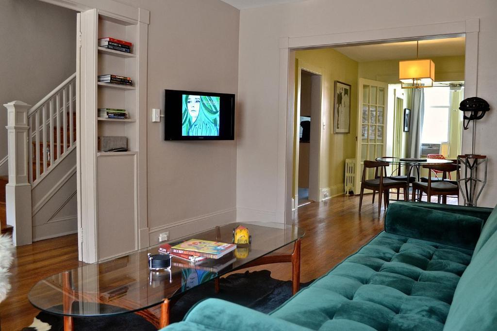 Vacation Home Mid-Century Modern, Washington, DC, DC - Booking.com