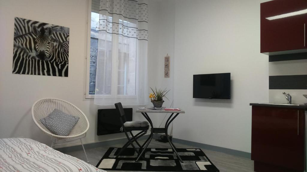 A television and/or entertainment center at Appartement T1 place de la Victoire