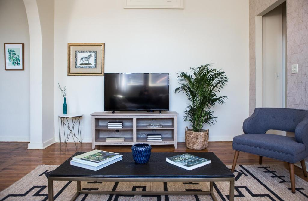 Condo hotel one bedroom new orleans la - One bedroom apartments in new orleans ...