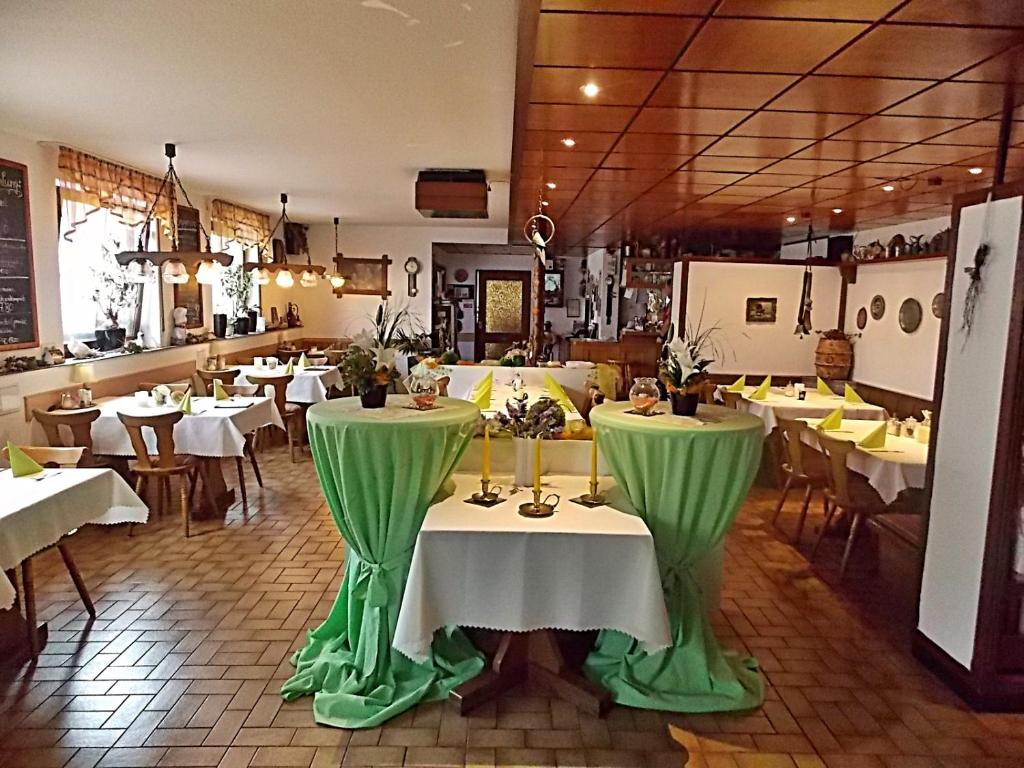 A restaurant or other place to eat at Gasthof Goldener Stern