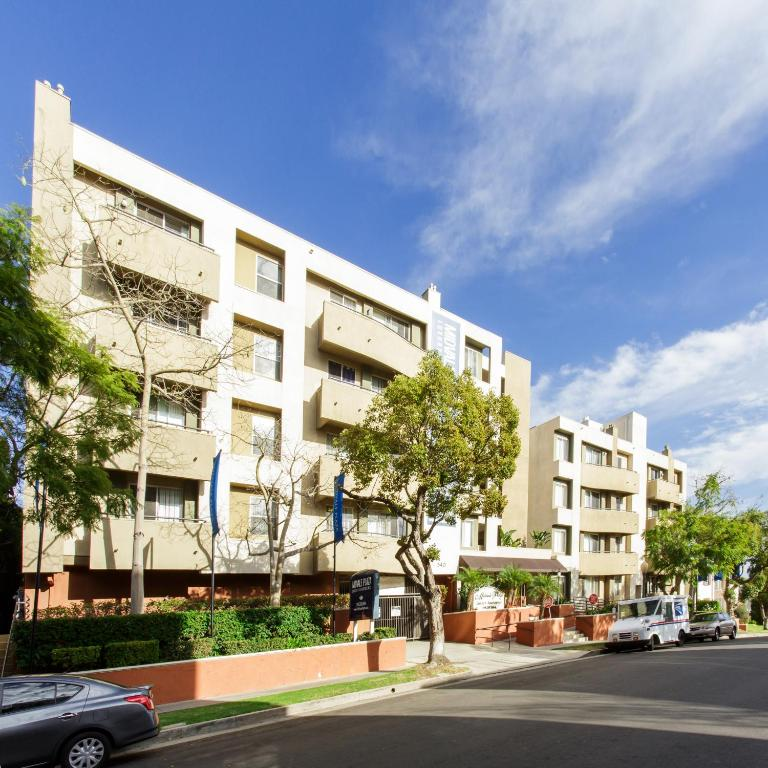 Westwood Village Apartments: Westwood Resort, Los Angeles, CA