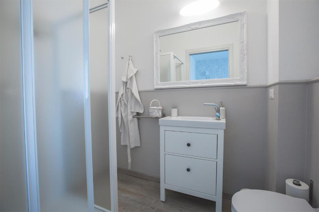 Bagno Chic Rho : Lilly chic monza monza u2013 updated 2018 prices