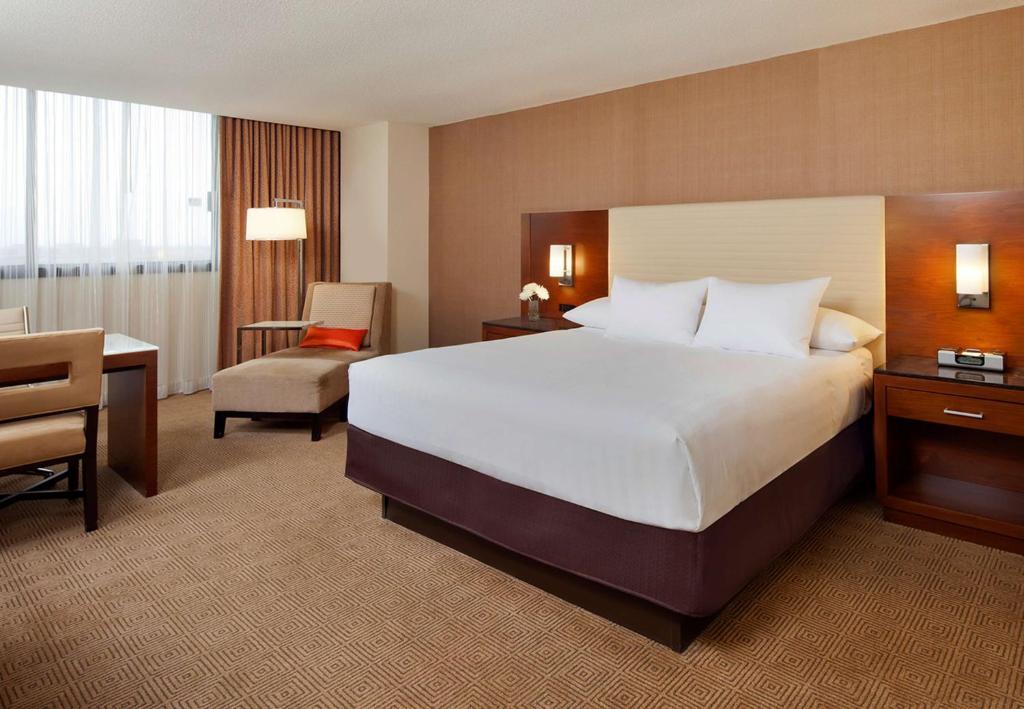 Guestroom at the Hyatt Regency O'Hare