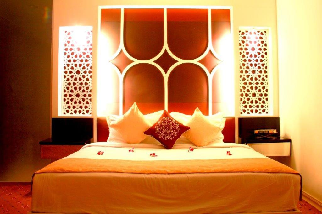 gallery image of this property - Orange Hotel Decoration