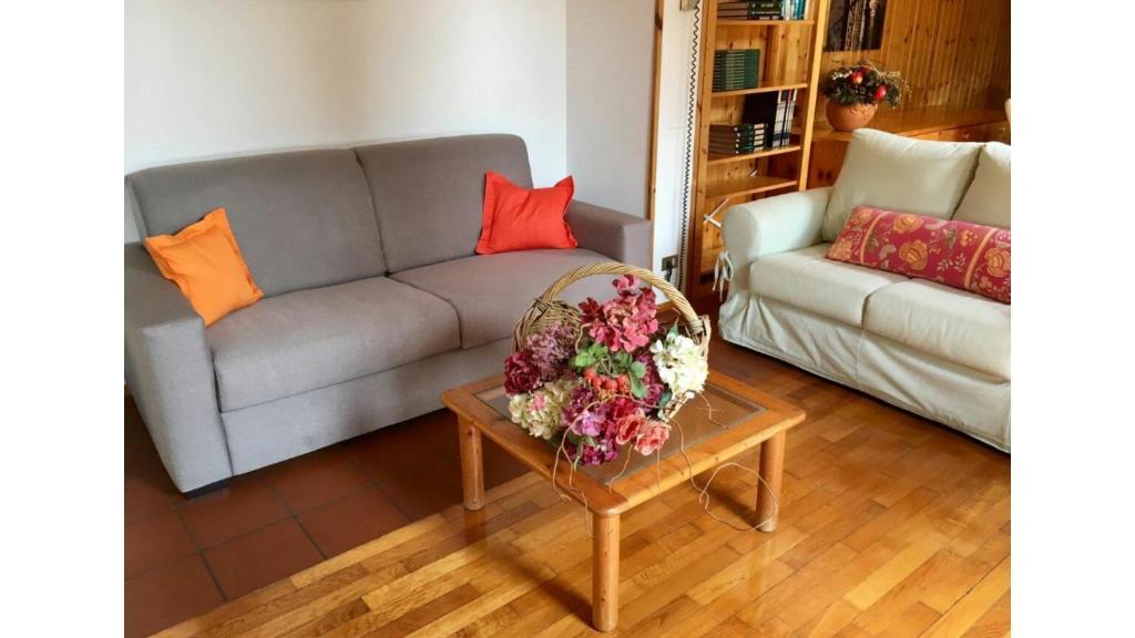 Letto Matrimoniale Giallo : Appartamento gelsomino giallo verona italy booking.com
