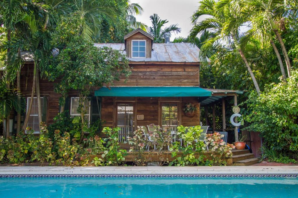 gallery image of this property - Garden House Key West
