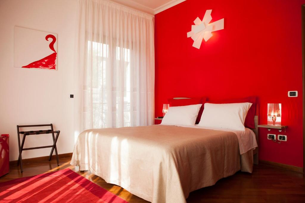 A bed or beds in a room at Isa Guest Rooms