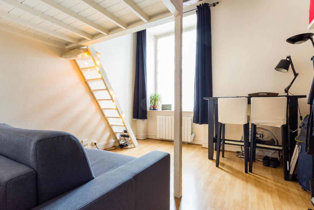 comfy studio jardin des plantes cardinal lemoine paris france. Black Bedroom Furniture Sets. Home Design Ideas