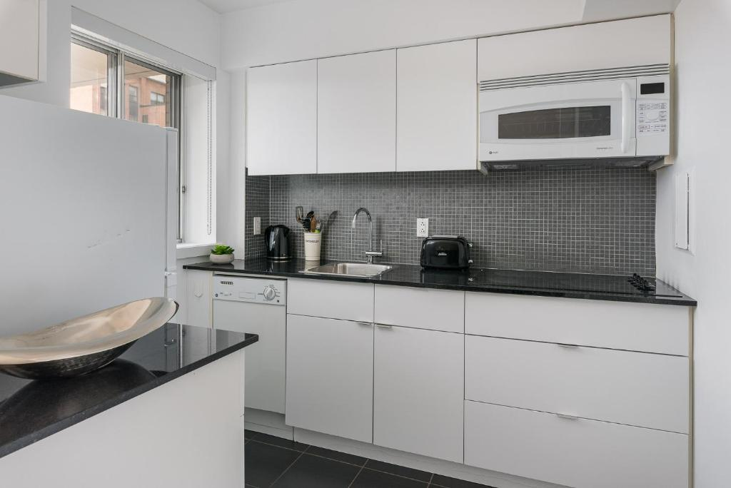 fe39ee7369 Beautiful Condo in Heart of Downtown MTL - 76