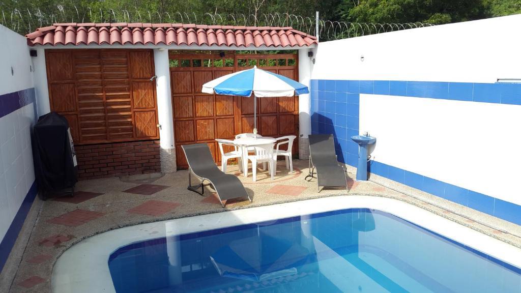 Casa con piscina privada y jacuzzi flandes precios for Casas de alquiler de verano con piscina
