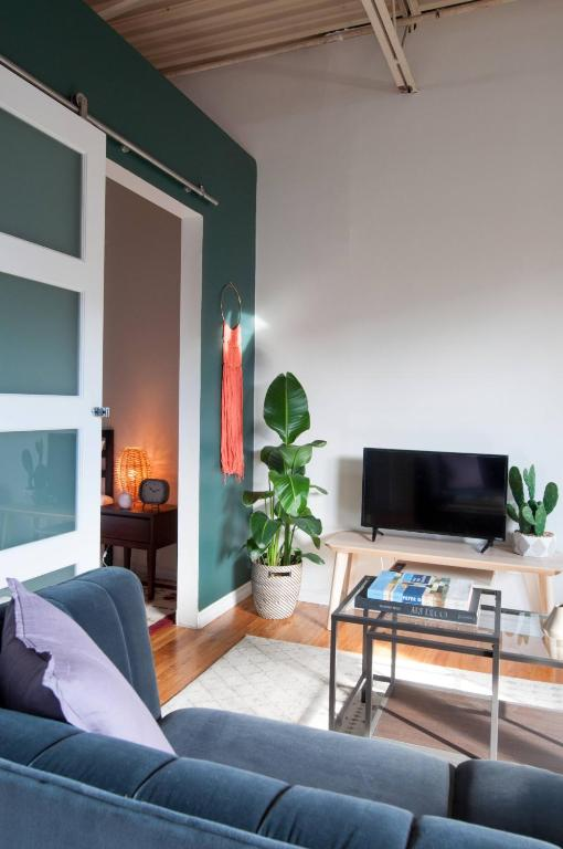One Bedroom Apartment In Plateau Montreal Canada
