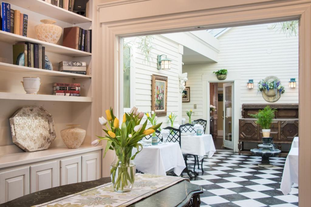 Gallery image of this property. Bed and Breakfast Captain Farris House Bed and Breakf  South