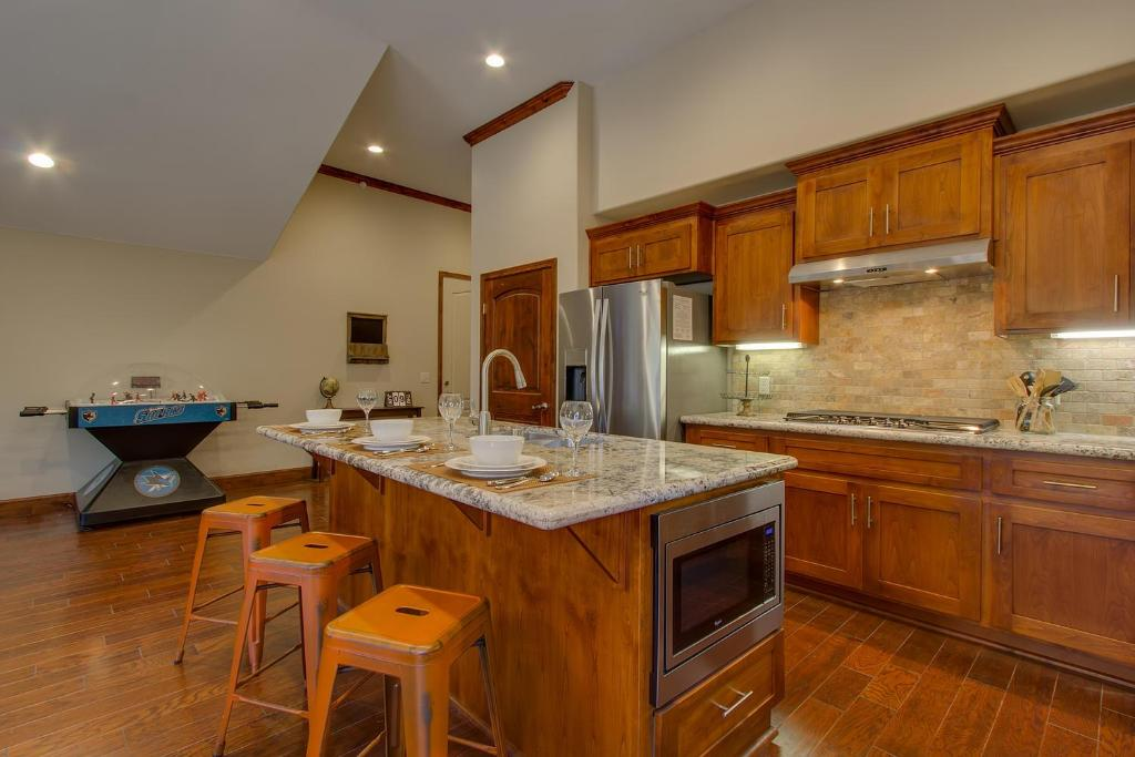Vacation Home Tahoe Woods Paradise - Three Bedroom Home, South Lake ...