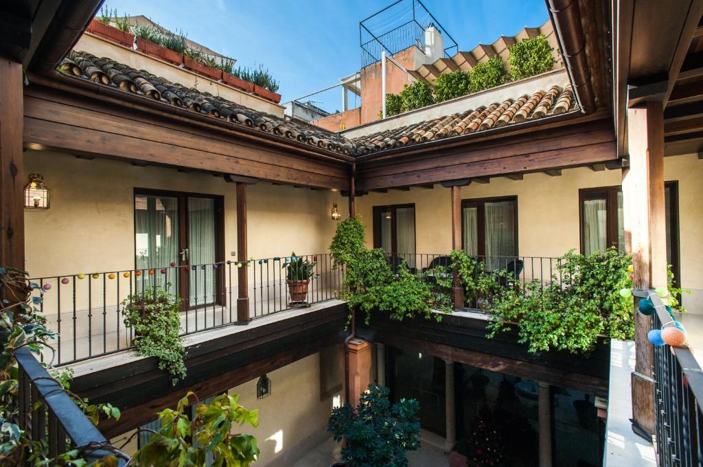 Balkón alebo terasa v ubytovaní AT apartamentos & VTV Conde de Torrejón 10