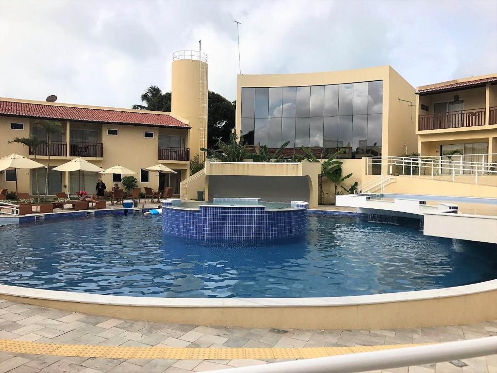The swimming pool at or near Luxuoso Apartamento no Solar Agua