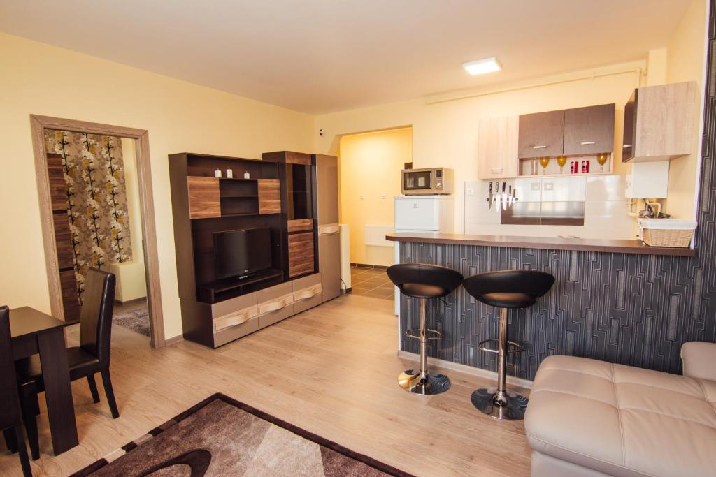 A kitchen or kitchenette at Klaudia apartment