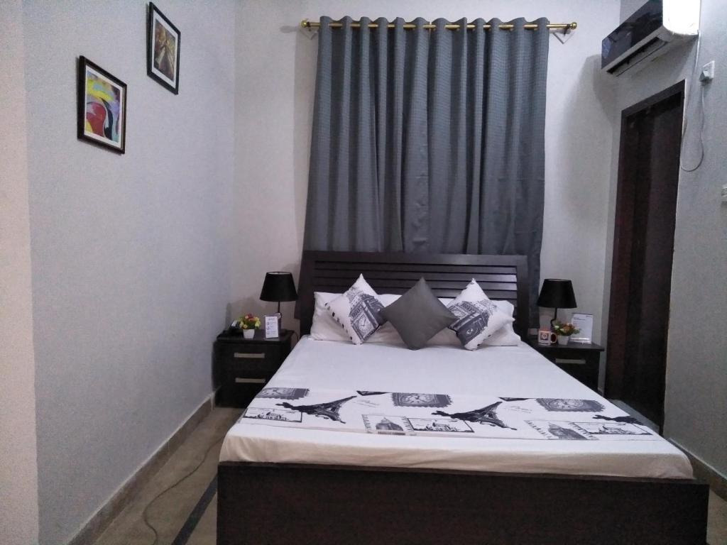 rooms available for dating in karachi