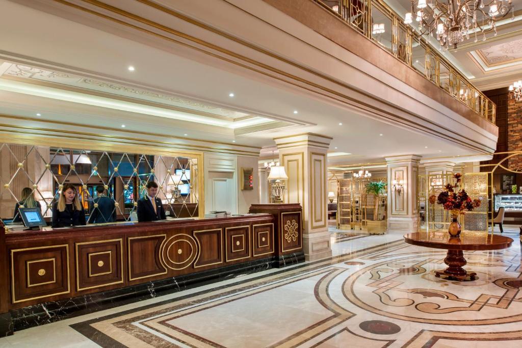 71a87a9d53 Hotel Elite World Van