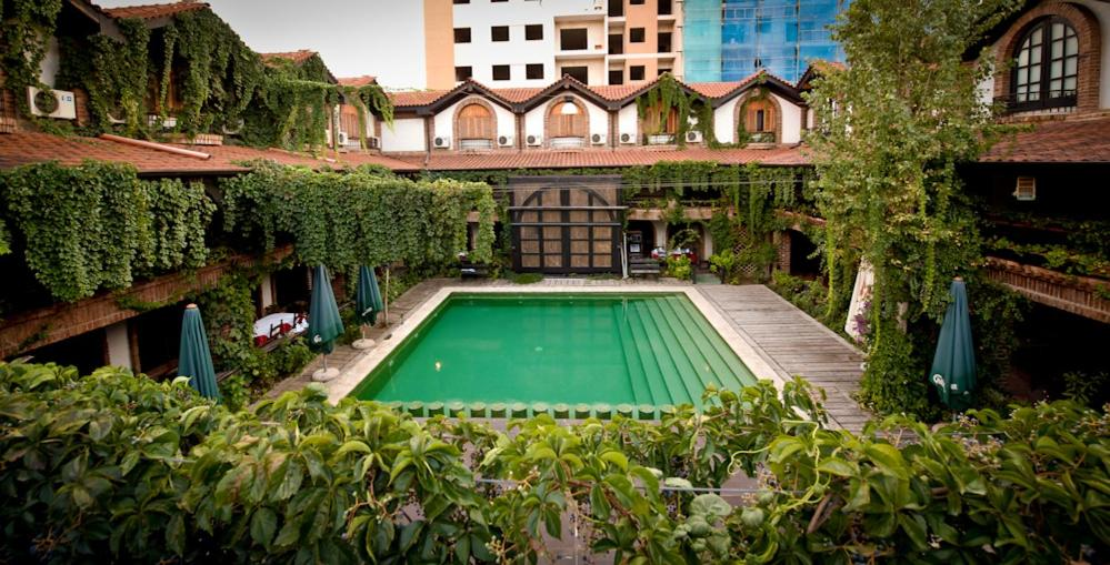 Hotel bujtina e gjelit tirana albania for Hotel e booking