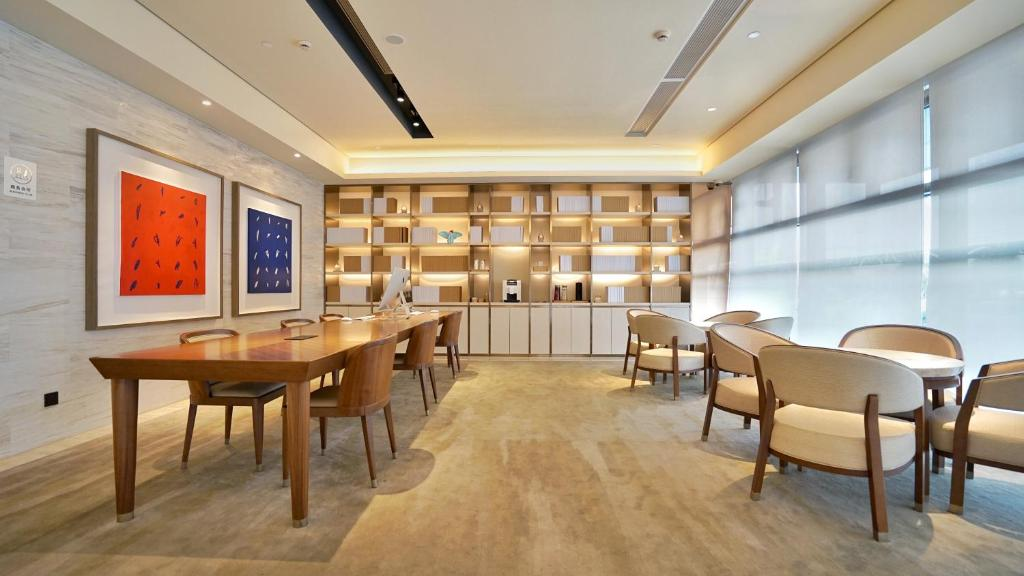 A restaurant or other place to eat at JI Hotel Suzhou Shishan Road