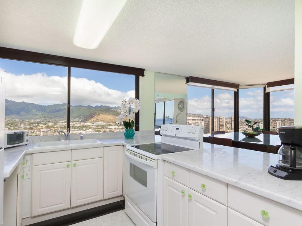 Apartment 2 Bedroom PentHouse w/Ocean Views, Honolulu, HI - Booking.com