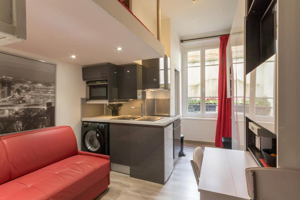 apartment mon studio à paris belleville, france - booking