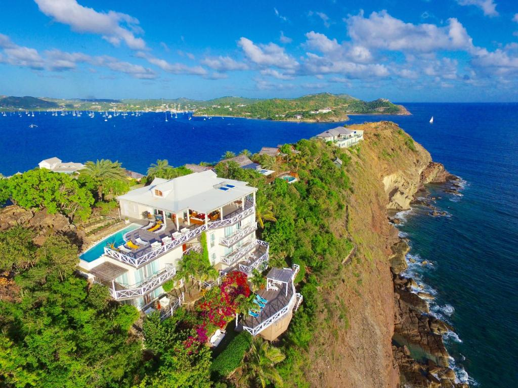 A bird's-eye view of Dolcevita Cliff Resort and Spa by KlabHouse