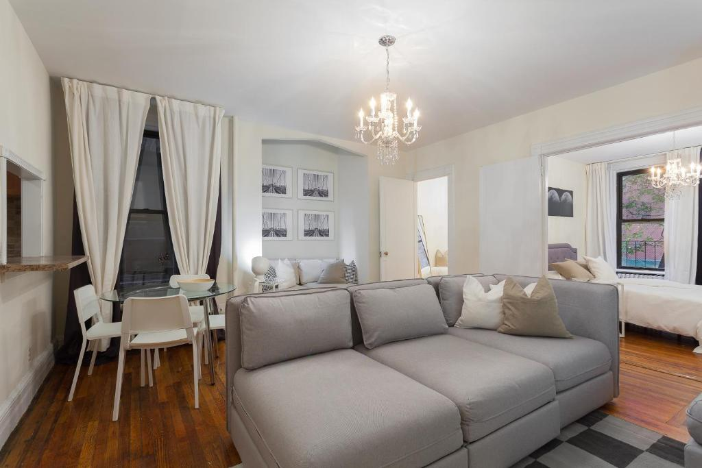 13 Stunning Apartments In New York: Beautiful Manhattan Apartment, New York, NY