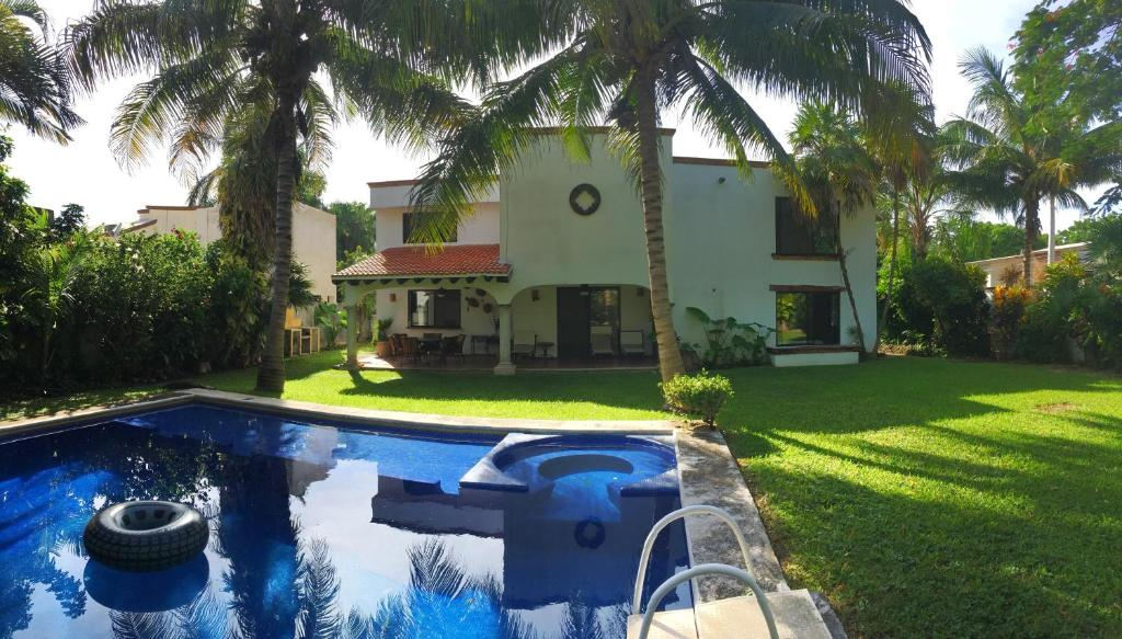 Vacation Home Amazing house big garden & pool, Cancún, Mexico ...