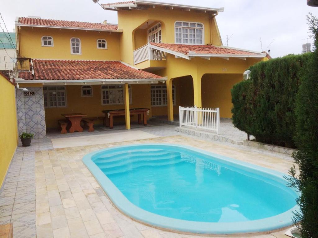 Vacation home casa com piscina balne rio cambori brazil - Casa con piscina ...