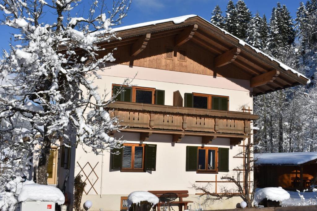 Ferienhaus am Gebraweg during the winter