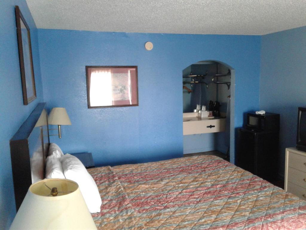Rodeway Inn Brownsville, TN - Booking.com