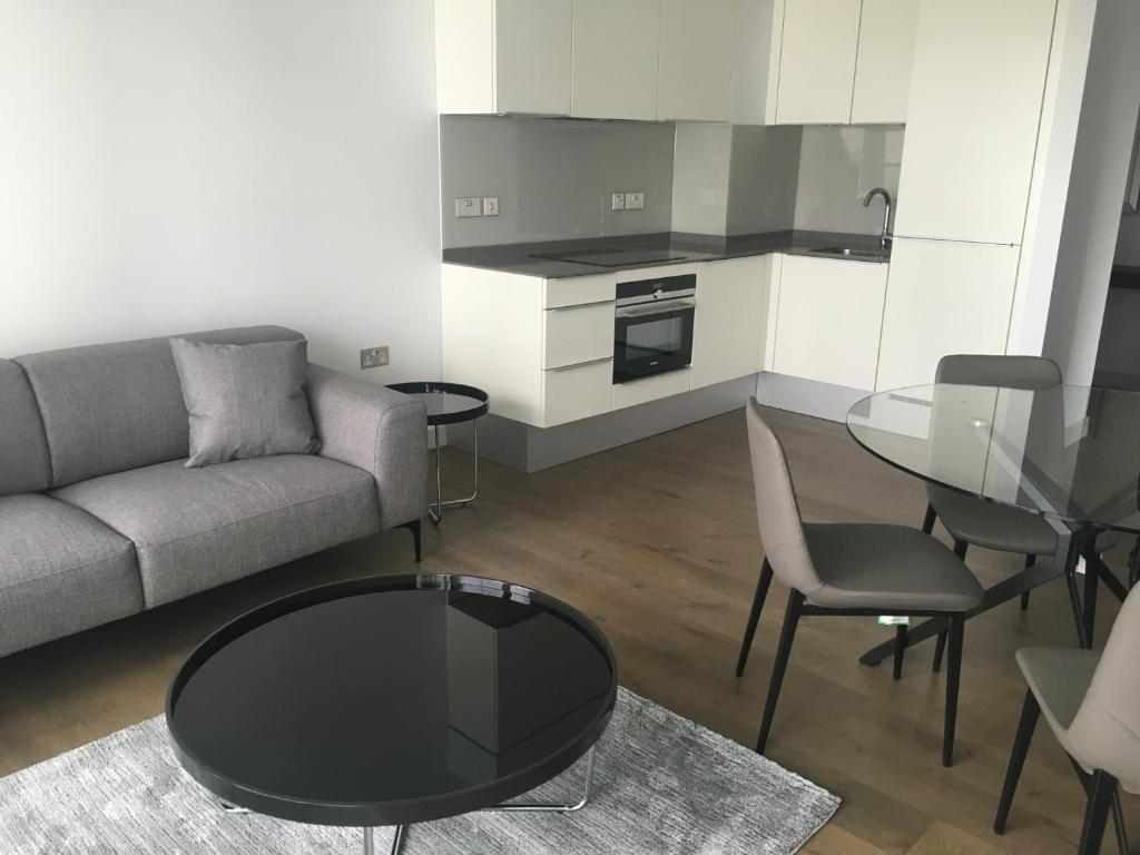 2 bed 2 bath luxury apartment zone 1 london uk booking com