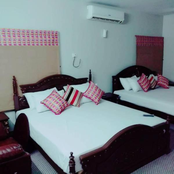 Free chat dating rooms karachi pakistan time