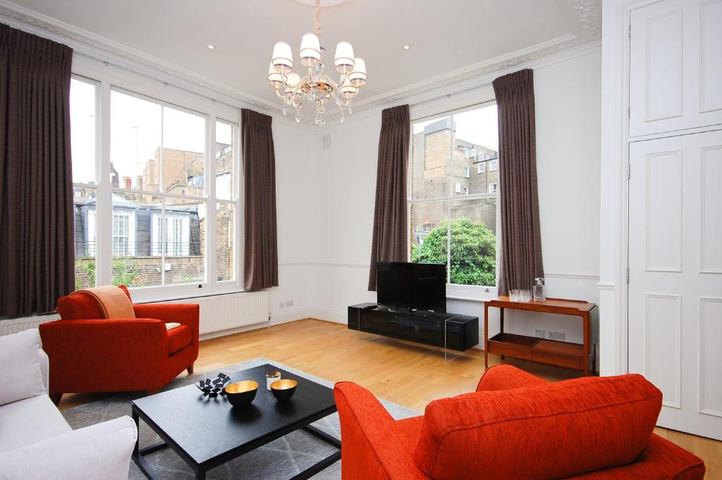 A seating area at Craven Hill Apartment